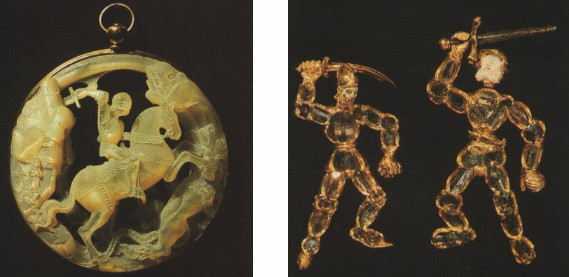 Слева:   Кулон с изображением св. Георгия. Нидерланды, около 1500 года. Перламутр, золоченое серебро  Справа:  Части двух кулонов Германия, начало 15 века. Золото, разносортные алмазы: Св.Георгий с ятаганом – лицо покрыто белой эмалью Св.Георгий с мечом – лицо из перламутра, меч железный