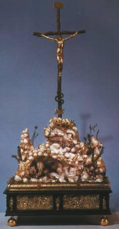 Голгофа. Нюрнберг, 1577 год. Серебро, дерево, перламутровые раковины, жемчужины, изумруды, бирюза, гранаты