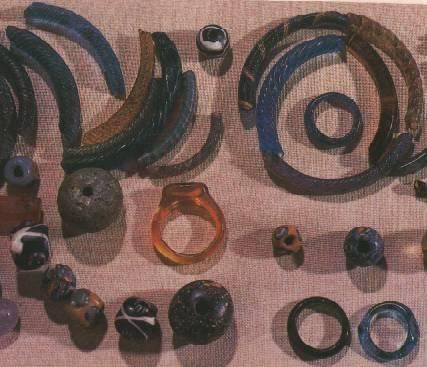 Стеклянные браслеты, бусы, кольца